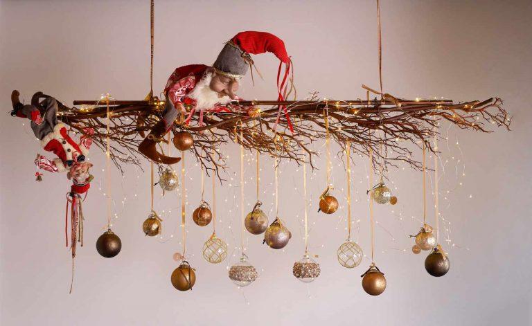 Χριστουγεννιάτικες γιρλάντες στολισμένες